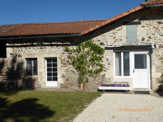 French Cottage on Charente lake (Jasmine cottage), Lesignac-Durand