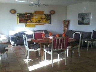 Grand appartement dans villa bord de mer....