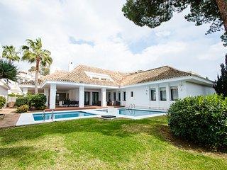 4 bedrooms Villa seafront IV in Puerto Banus