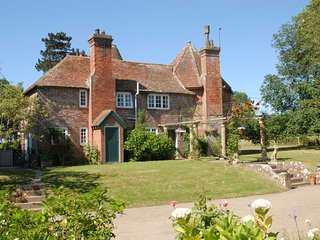 The Oast House at Pekes - a charming tranquil & character-full old country house