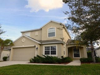 Roomy 4 bedroom 3 bath Highlands Reserve home 7 miles to Disney from $173nt