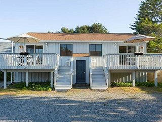 Quaint Beach House - Steps from Wells Beach - 4 Cottages Available