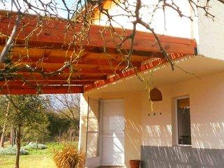 Cabaña h/7pax Aire Acond Frío-Calor+Salamandra Wi Fi 2 LCD-2 habitac. separadas, Villa Las Rosas
