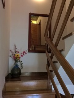 scala che porta al 1. piano all'appartamento