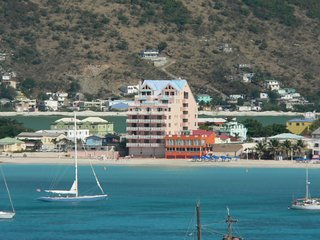 Sint Maarten Sea Palace: 1-BR / 2 Baths with Full Kitchen, Sleeps 6, Philipsburg