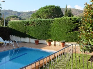 Sunny Villa with private pool and garden 5km from the beach
