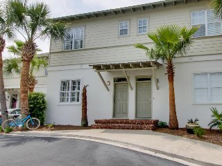 Gulf-view cottage 50 yards from beach - shared pool, room for everyone!