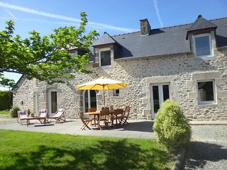 Beautiful property, very near to 11 sandy beaches, Dinan, Dinard and St Malo