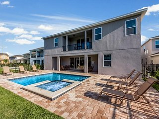 Encore Resort 302 - villa with pool, home theater and free shuttle to parks