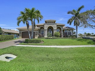 LAMPLIGHTER CT. 1116 LUXURY POOL HOME ON THE WATER!