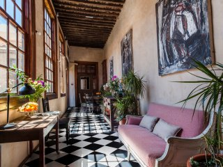 EXCEPTIONAL JACARANDA Apartment in MEDIEVAL MERCHANT PALACE CASA MONTESDEOCA