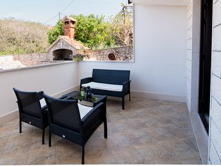 Apartments Omo 1 - A1 One Bedroom Apartment With Garden Terrace, Supetar