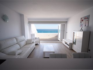 La Vela Beachfront Terrace Attic Apartment - Unique New in Fuengirola - 6 sleeps