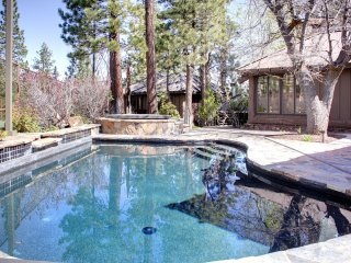 Stunning, swimming pool, hot tub, basketball court, suana, 6 Bedroom, 6 baths, Big Bear Lake