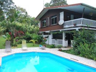 Gîte familial avec piscine au départ du Parc Naturel Régional de Guadeloupe