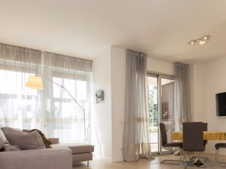 Contemporary 1 Bedroom Apartment in EUR District