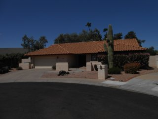 Cozy Scottsdale 4 bedroomn house. Pool!