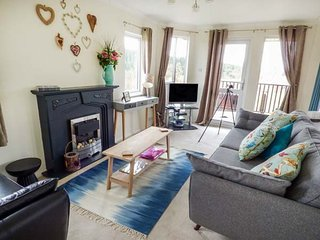 KIELDER LODGE, single-storey chalet, hot tub, en-suite, dog-friendly, near