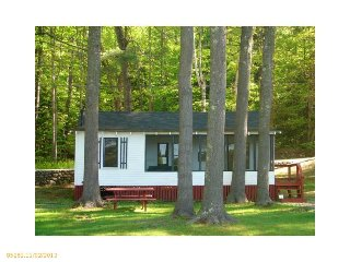 Pristine Lake. Pristine Housekeeping Cottage., Bridgton