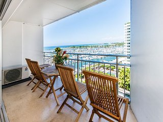 Oceanview Ilikai Condo with Full Kitchen, King bed, and Modern Renovation
