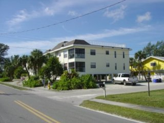 Lifes A Beach at this spacious Condo - 500 feet from the sand, Holmes Beach