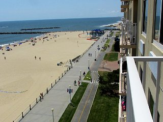 Oceanfront condo Virginia Beach Boardwalk Dolphin Run