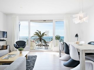 Be Apartment - Bright luxury apartment with a terrace overlooking the sea. 3