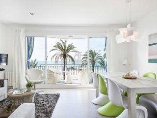 Bright apartment of 95 m2 with 3 double bedrooms and a living room with a, Sitges