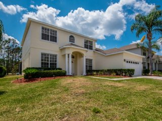 Beautiful 5 bedroom 3 bath Highlands Reserve home 7 miles to Disney from $203nt