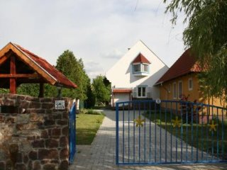 Balaton Cottage - Sleeps 11 people - Jacuzzi - Bike Storage and Free Wine Tour