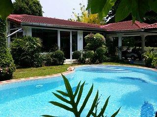 Lovely, large 4 bed pool villa next to Jomtien Beach