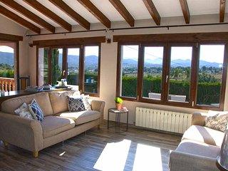 Javea Villa Amor, Fantastic valley views, large 12m x 6m private pool, 3 doubles