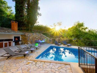 Villa with pool and whirpool near Split and Omis