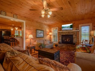 4BR Cabin with Two King Bedrooms, Two kitchens, Expansive Views. Outdoor