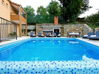 Villa with pool and whirpool near Split and Omiš
