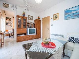 Lovely two bedroom apartment in Grebastica
