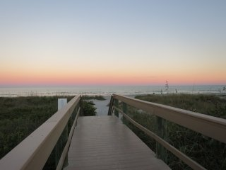 LIVING THE DREAM CONDO IN THE OCEANFRONT COMPLEX, STEPS TO THE BEACH!