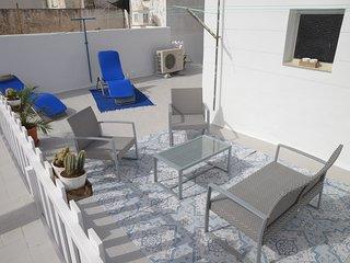 Maison typique independante tout confort climatisee, cour,300m de la mer