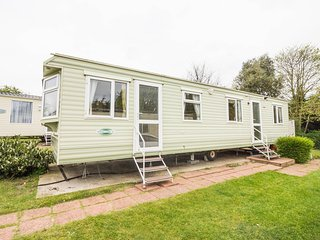 8 Berth caravan in Breydon Water Holiday Park near Great Yarmouth Ref 10020 RP