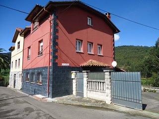 Casa en costa asturiana La Coruxa