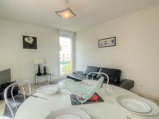 Apartment 1.2 km from the center of Cagnes-sur-Mer with Lift, Parking, Terrace