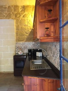 Tiled Kitchen area and top