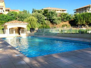 Cannes Holiday Apt., 2 Bed, Pool, WIFI, Eng TV, Easy Beach Access, AirCon