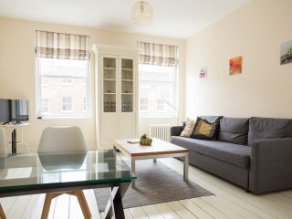 Warm two bedroom apartment next to Hyde Park and Marble Arch