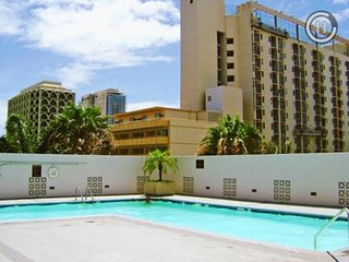 7 Night Honolulu Condo Vacation Stay for 4