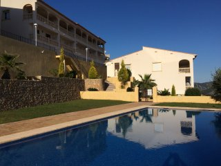 Modern townhouse with great views and big pool, Jalon