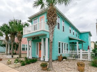 "4BR/4.5BA Vibrant ""Salt Life"", Vibrant House, Village Walk"
