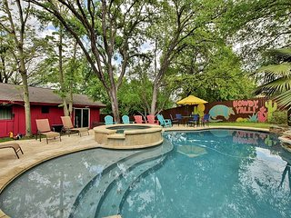 4BR/2.5BA Classic Ranch House, Private Pool, Near Downtown Austin, Sleeps 12