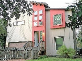 5BR/3BA Superior East Downtown Austin House with Beautiful Views, Sleeps12