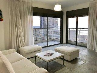 Sea Views Duplex Penthouse by Royal Beach, Tel Aviv